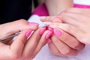 Nägel für Nagelfolie vorbereiten