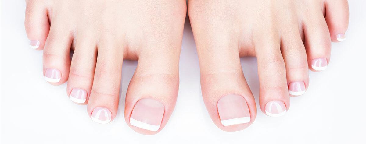 Füße mit Fußnagel UV Gel in French Naildesign